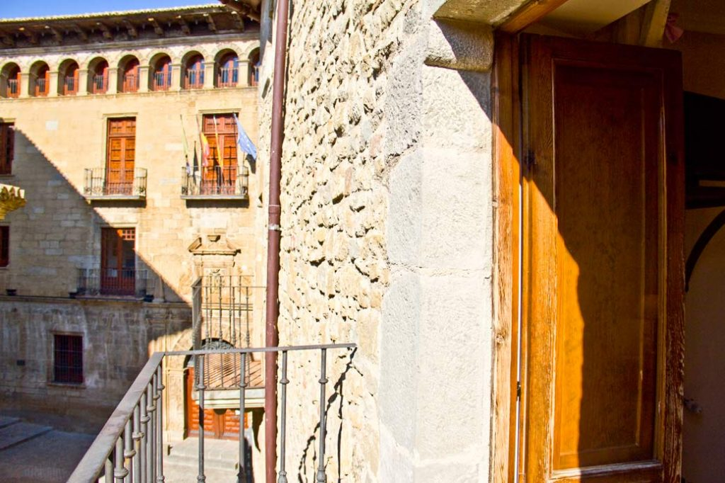 Matrimonio Catolico Zaragoza : Hostal las coronas en sos del rey católico